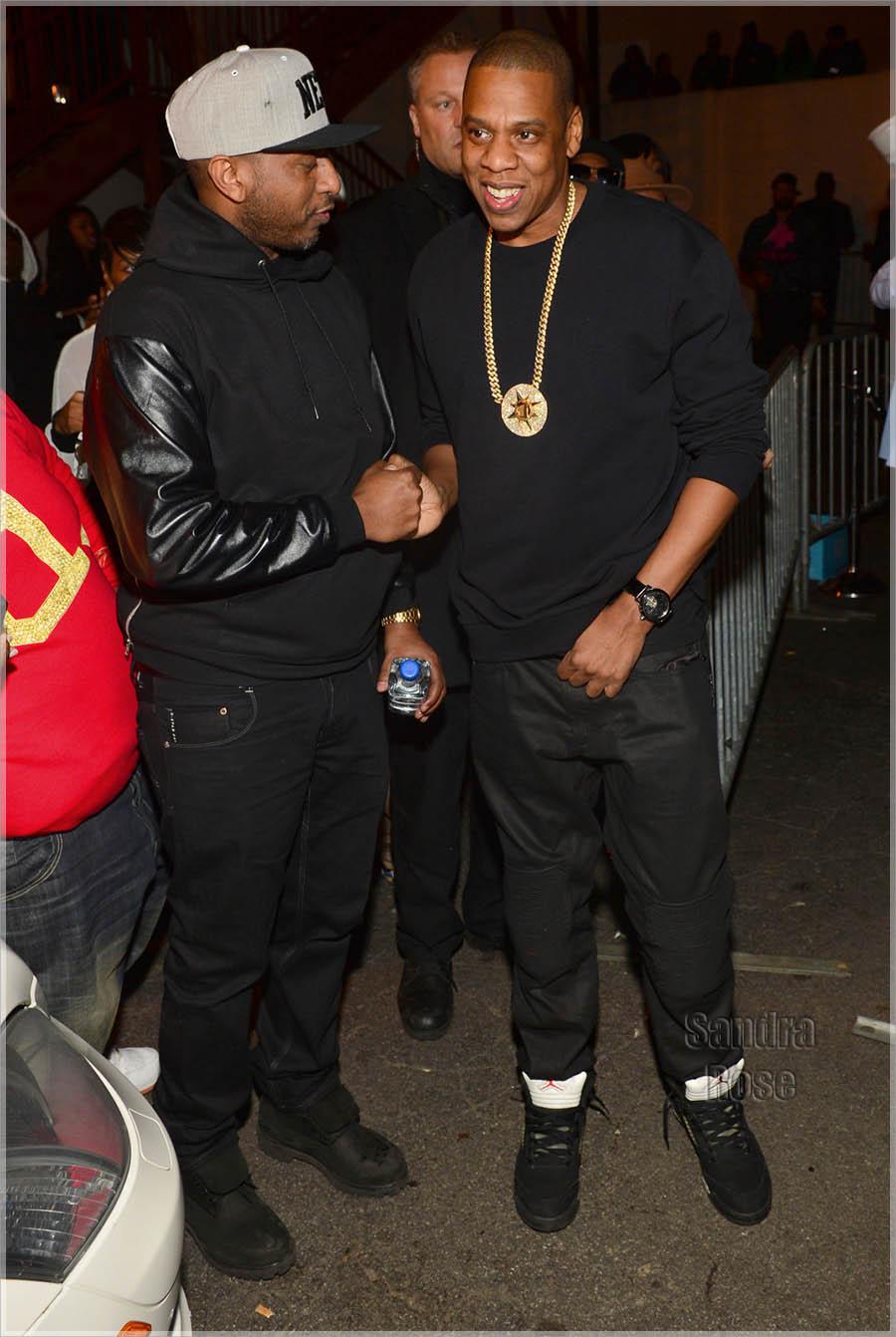 Alex Gidewon greets Jay Z. Photos by ATLPICS.net