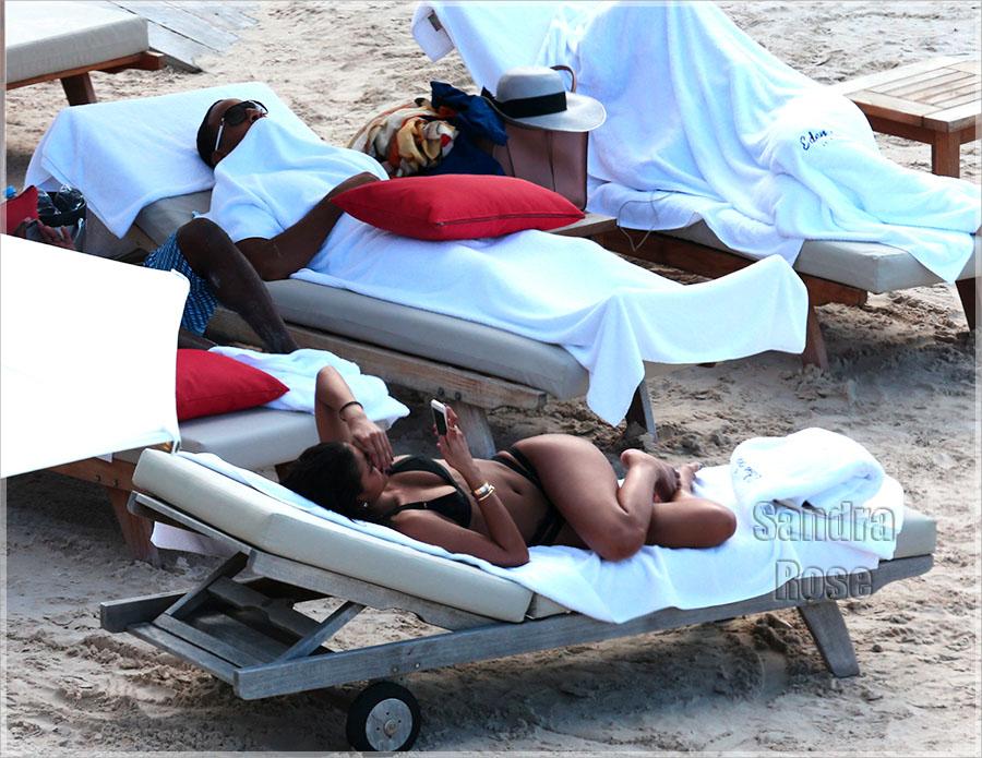 EXCLU Ludacris relaxes on the beach