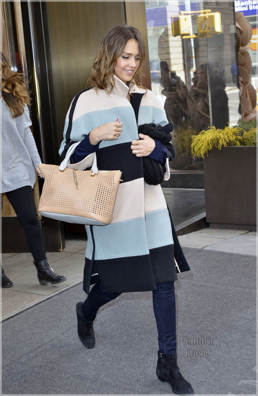 Jessica Alba leaving her hotel