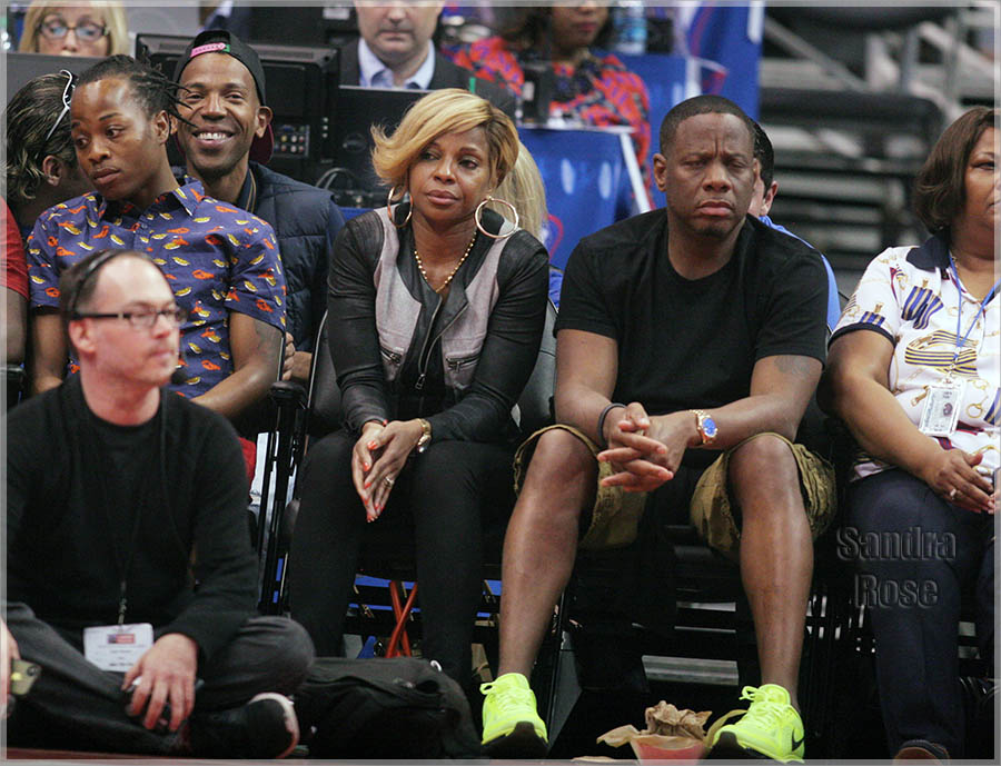 Celebs at Clippers game.