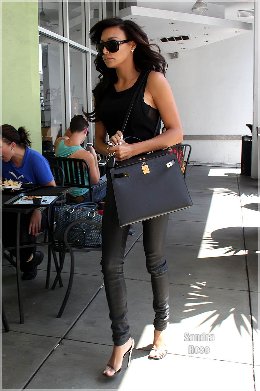 Naya Rivera goes to a nail salon