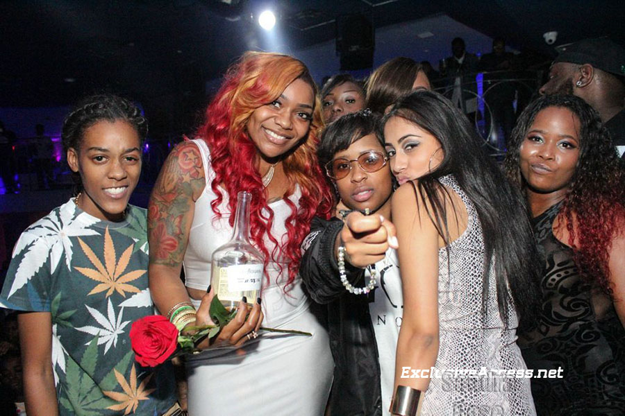 Dej Loaf Siya Tank at Cafe Iguanas
