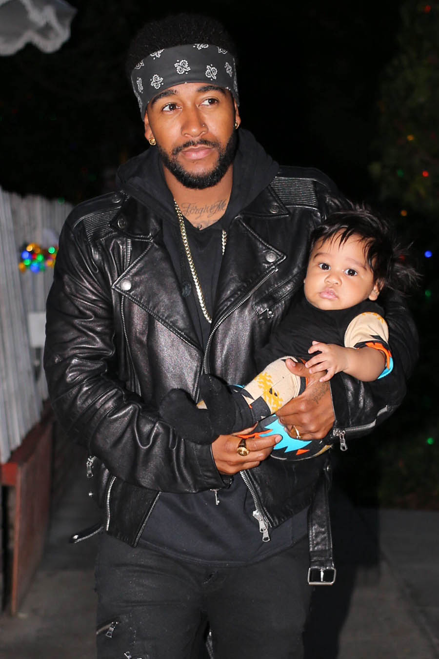 Omarion has dinner with his son.