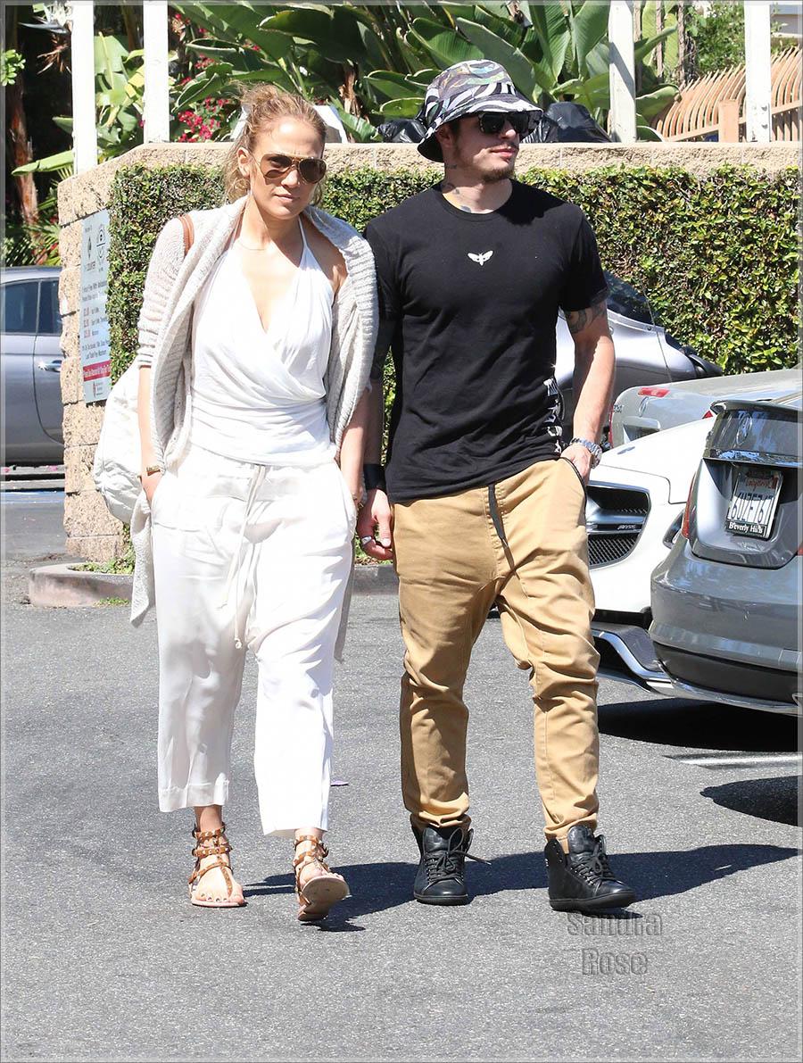 Jennifer Lopez and Casper Smart have lunch