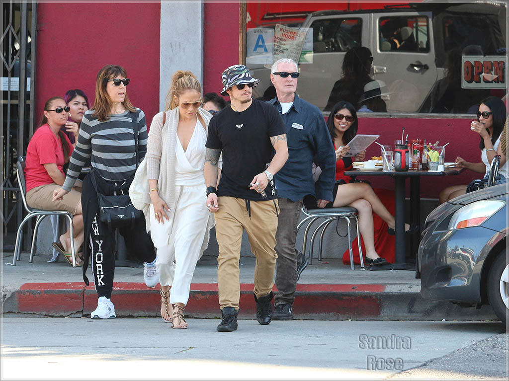 Jennifer Lopez and Casper Smart have lunch