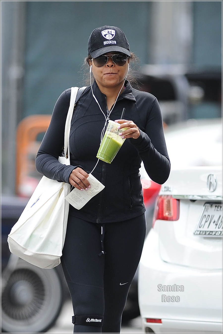 Taraji P Henson gets a smoothie