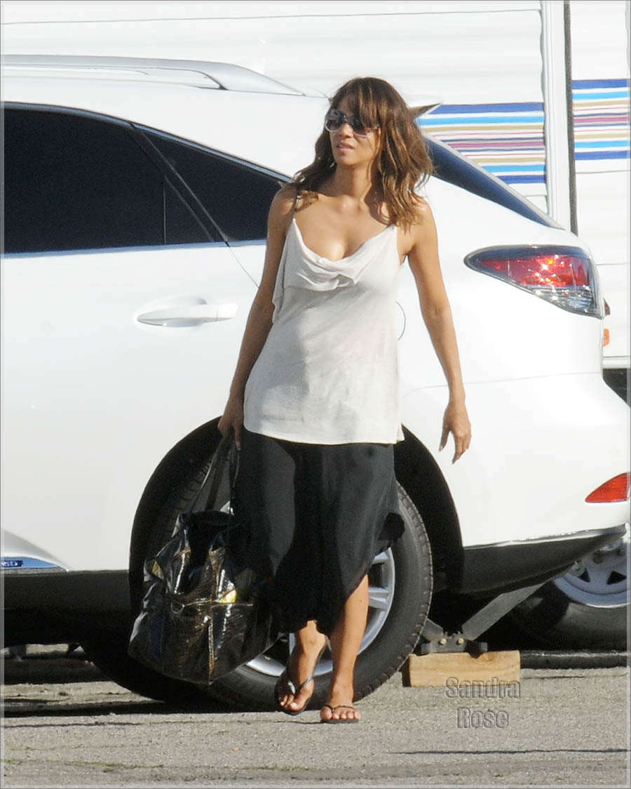 "Halle Berry arriving on the set of ""Extant"""