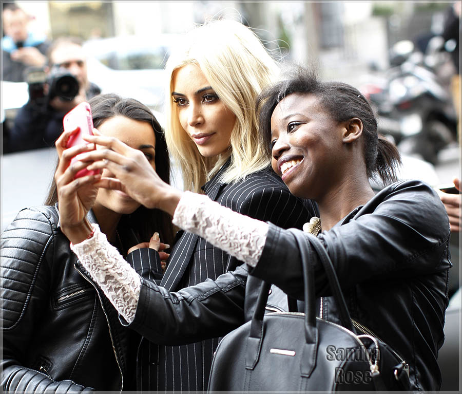Kim Kardashian taking selfies with fans in Paris