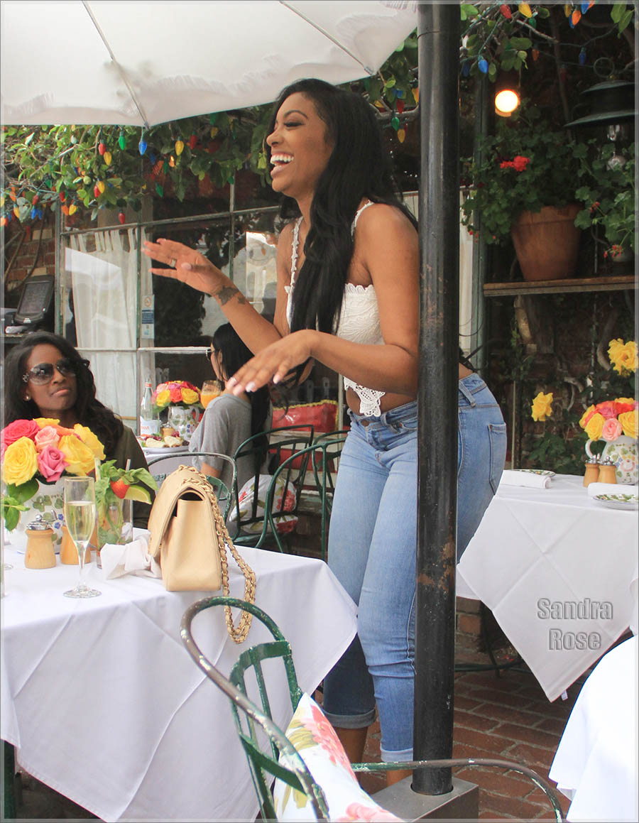 Porsha Williams has lunch with friends