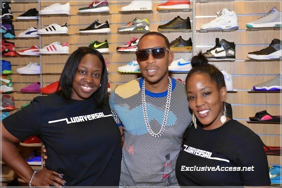 Ludacris signs copies of Ludaversal at DTLR