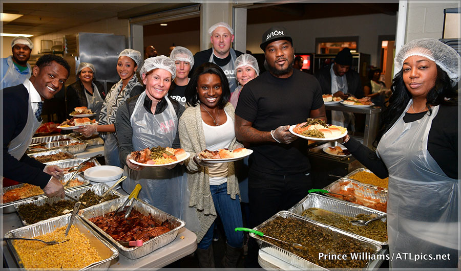 Young Jeezy and volunteers