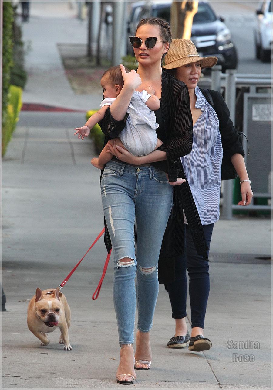 Chrissy Teigen & baby Luna