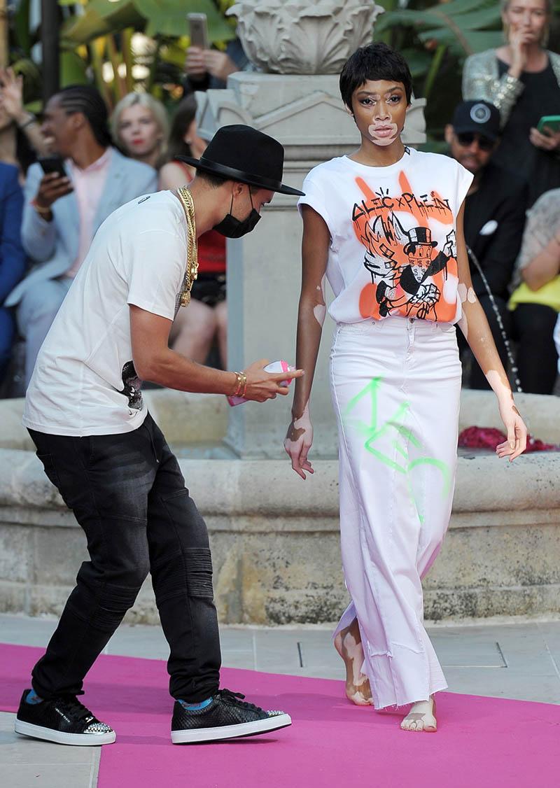 Fashion catwalk 2017 - Alec Monoply Winnie Harlow Sandra Rose