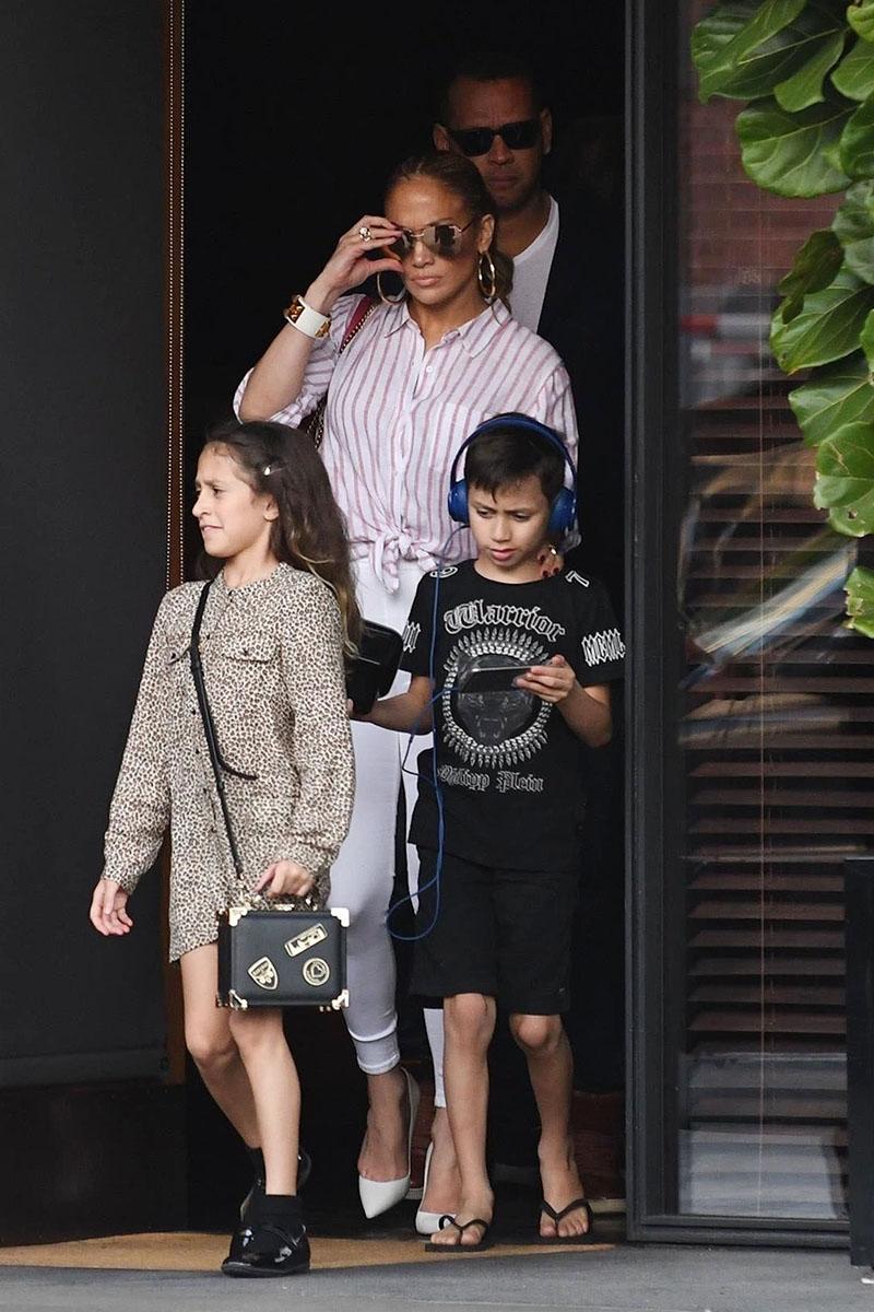 Jennifer Lopez amp her twins Sandra