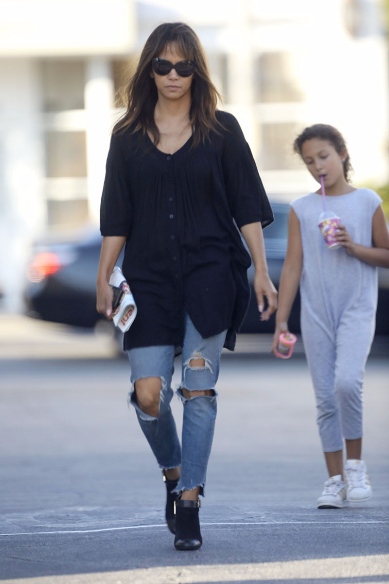 Pics Halle Berry And Daughter Nahla Out About