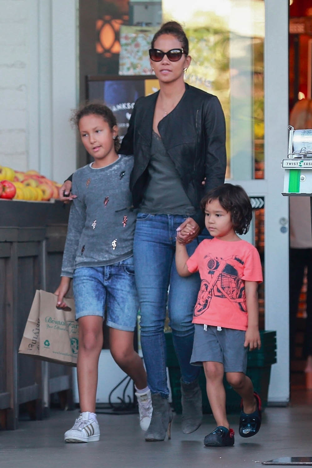 Halle Berry, Nahla Aubry and Maceo Rodriguez | Sandra Rose | 1000 x 1500 jpeg 490kB