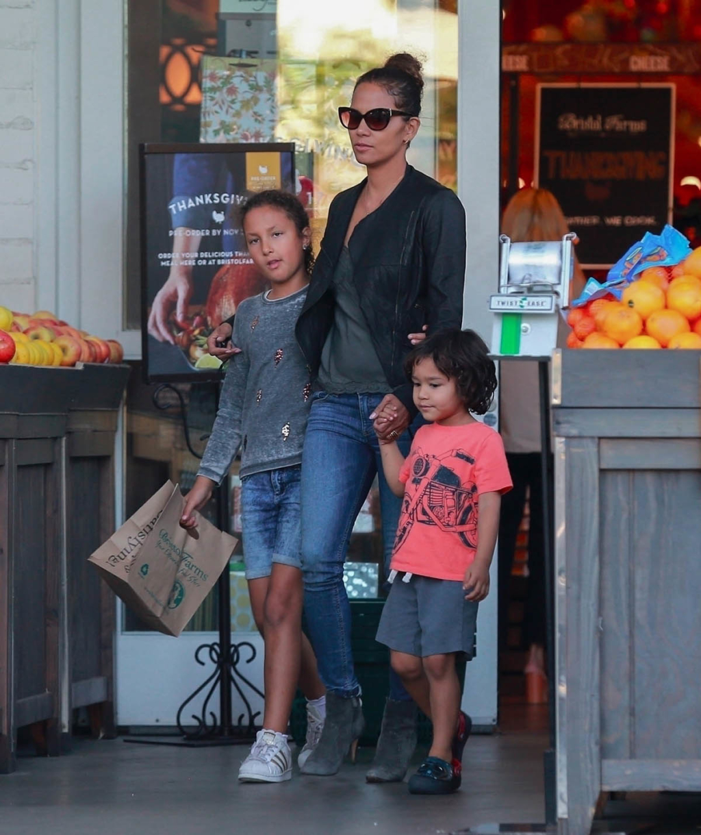Halle Berry, Nahla Aubry and Maceo Rodriguez | Sandra Rose | 1024 x 1219 jpeg 926kB