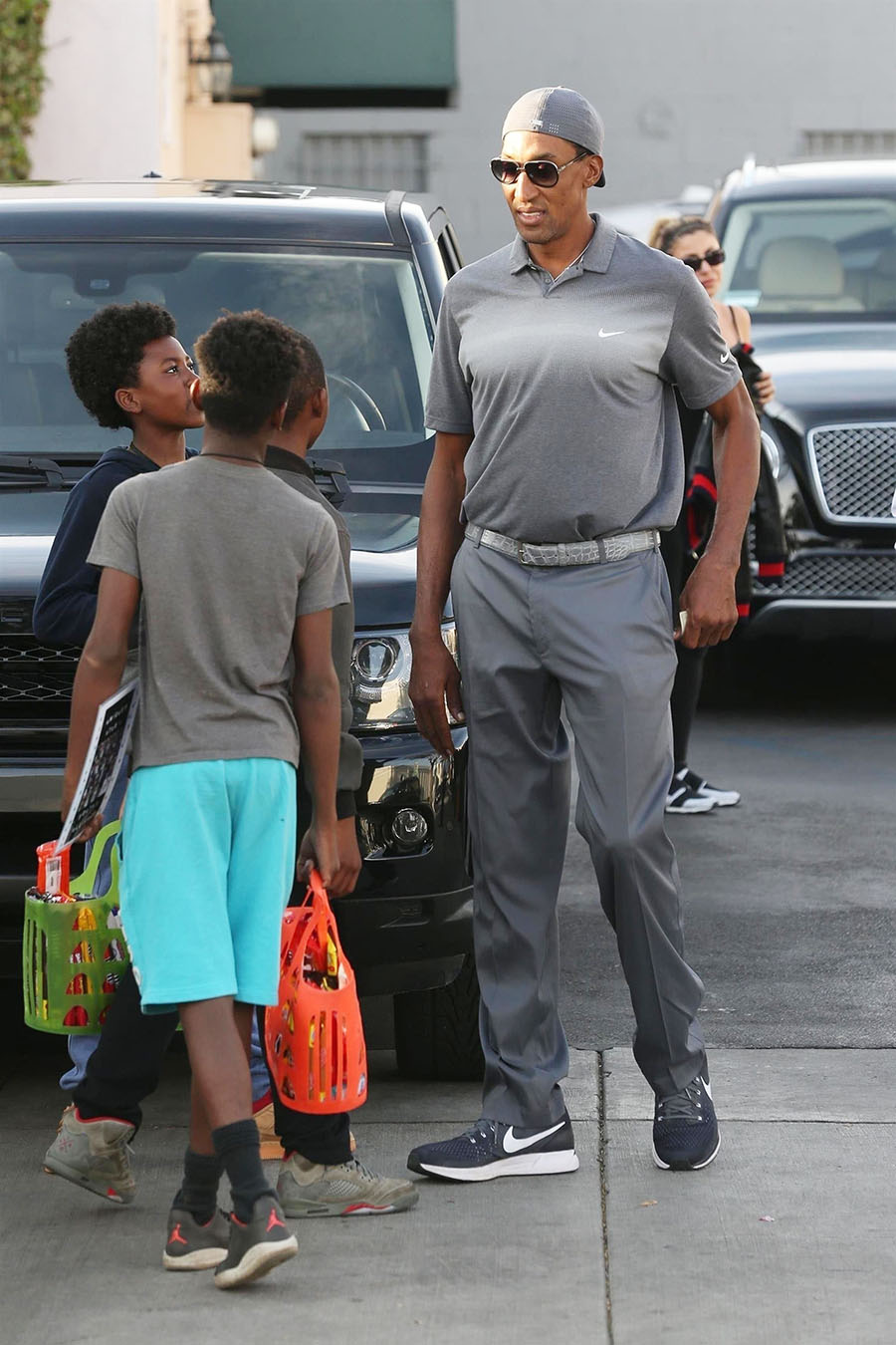 Scottie Pippen and young fans