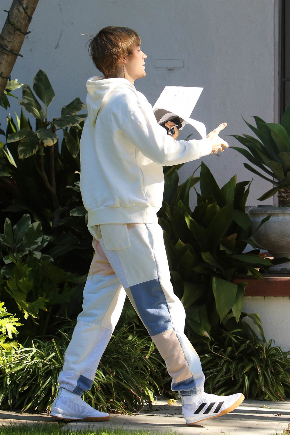 justin bieber heads to a meeting in beverly hills sandra