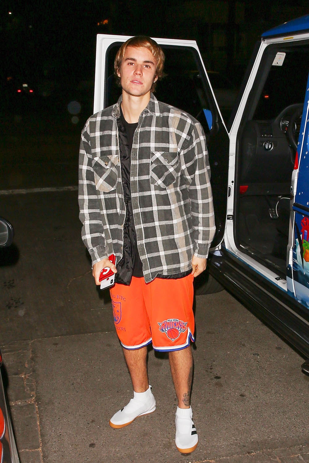 Justin Bieber Stops To Chat With Photographers After Leaving Selena