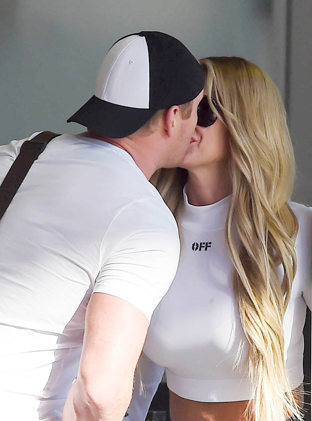 Kim Zolciak and husband share a kiss in LAX Airport