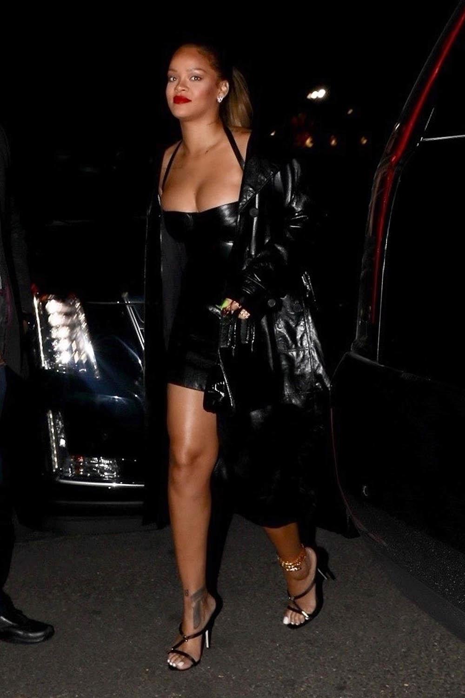 Rihanna wears a revealing little black dress to Jay-Z's ...