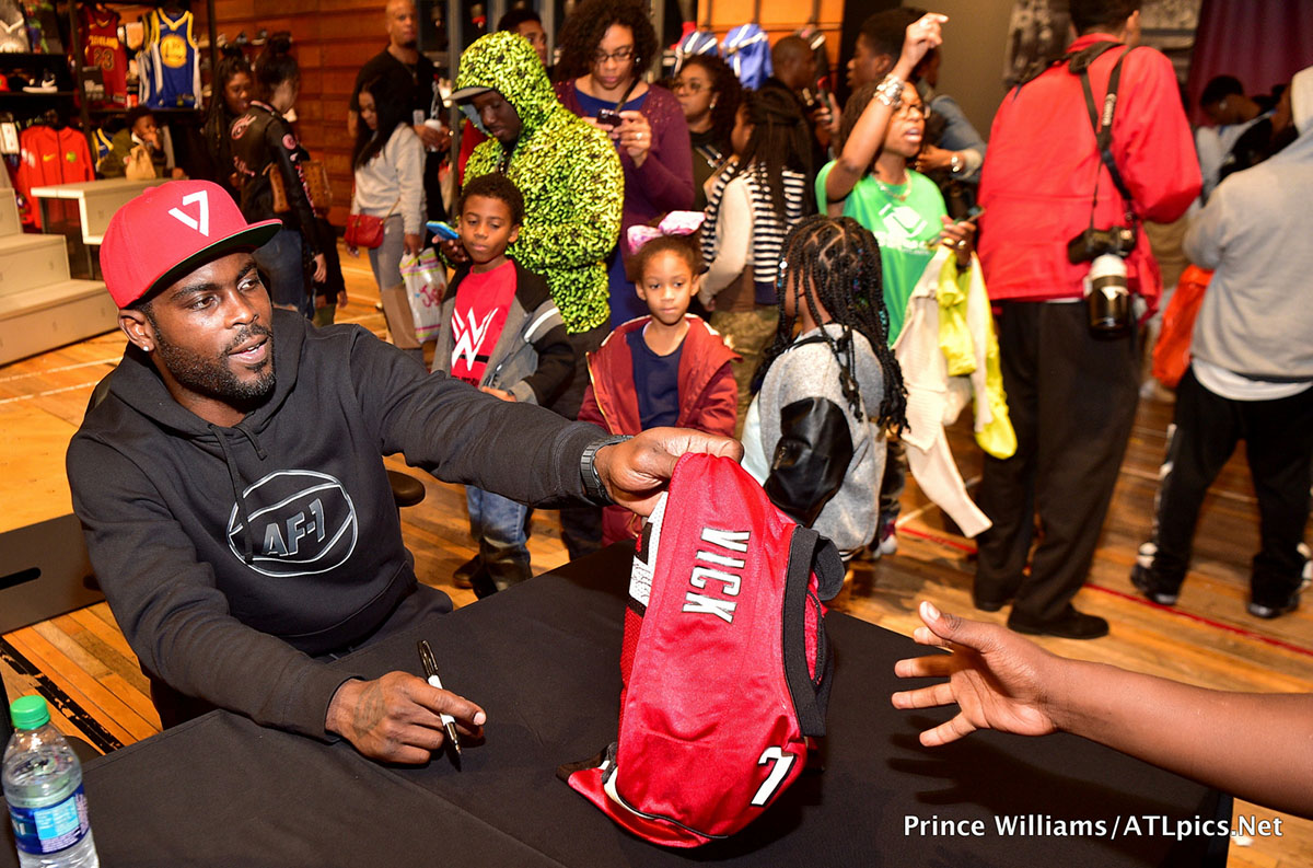Mike Vick & Big Boi Sneaker Giveaway at Lenox Square