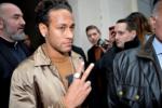 Neymar Jr attend the Louis Vuitton Menswear Fall/Winter 2018-2019