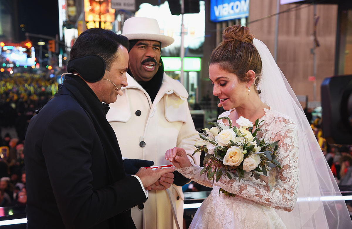 Steve Harvey presides over Keven Undergaro and Maria Menounos wedding ceremony