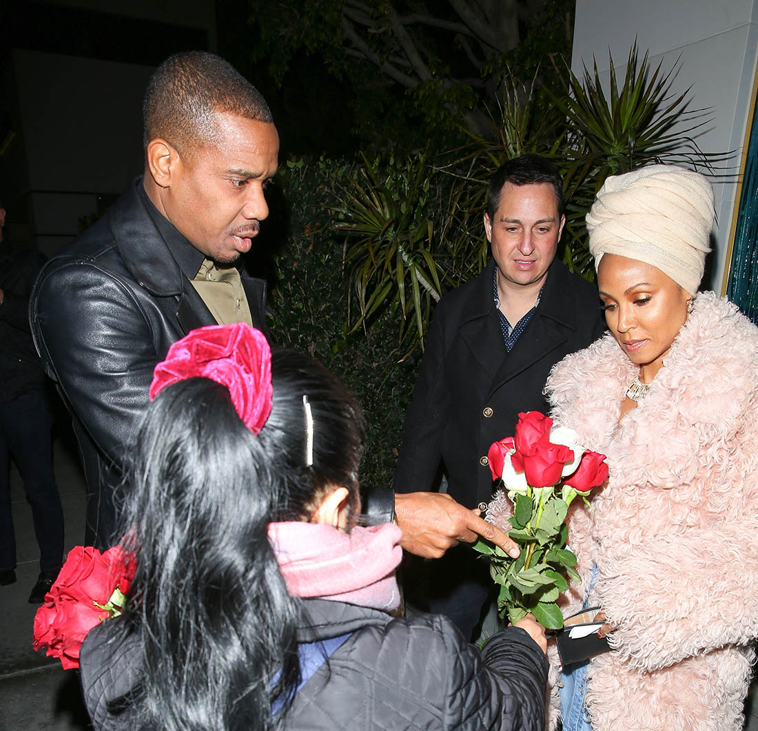 Jada Pinkett Smith and Duane Martin buys roses for Jada Pinkett at Mastro's