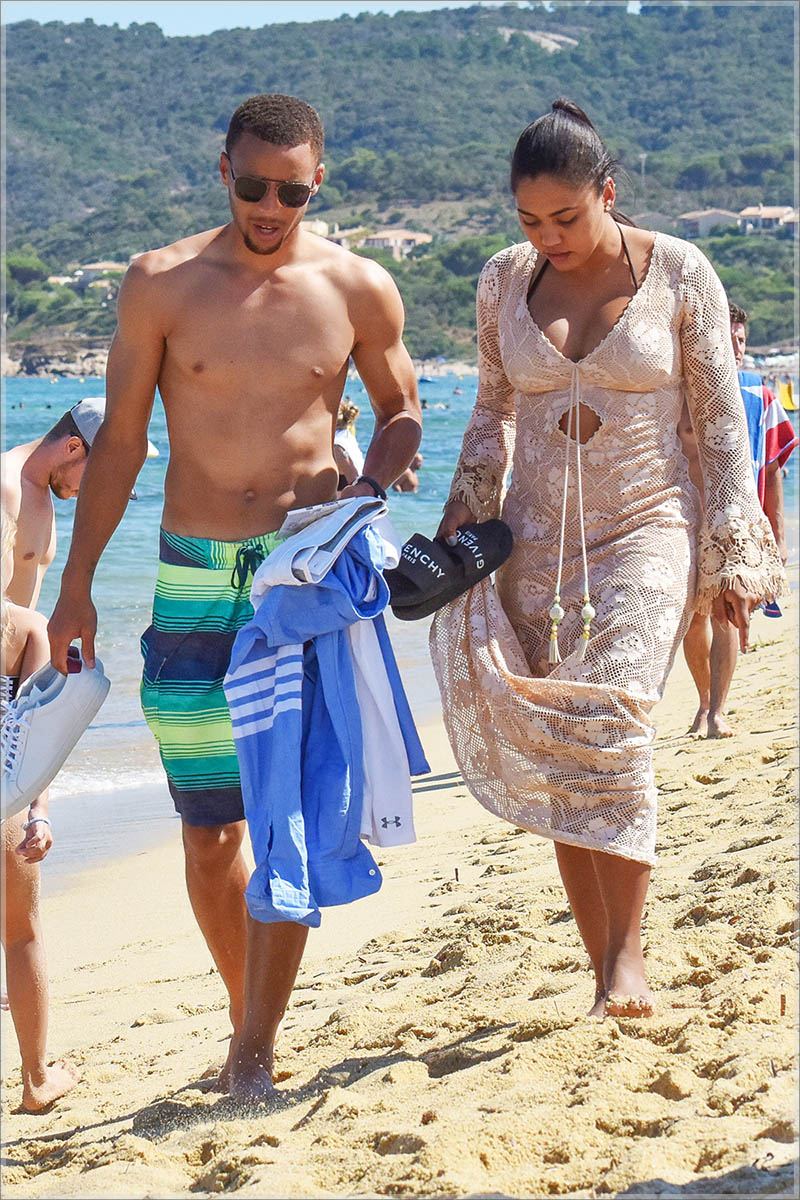 Stephen and Ayesha Curry relax on vacation in St. Tropez
