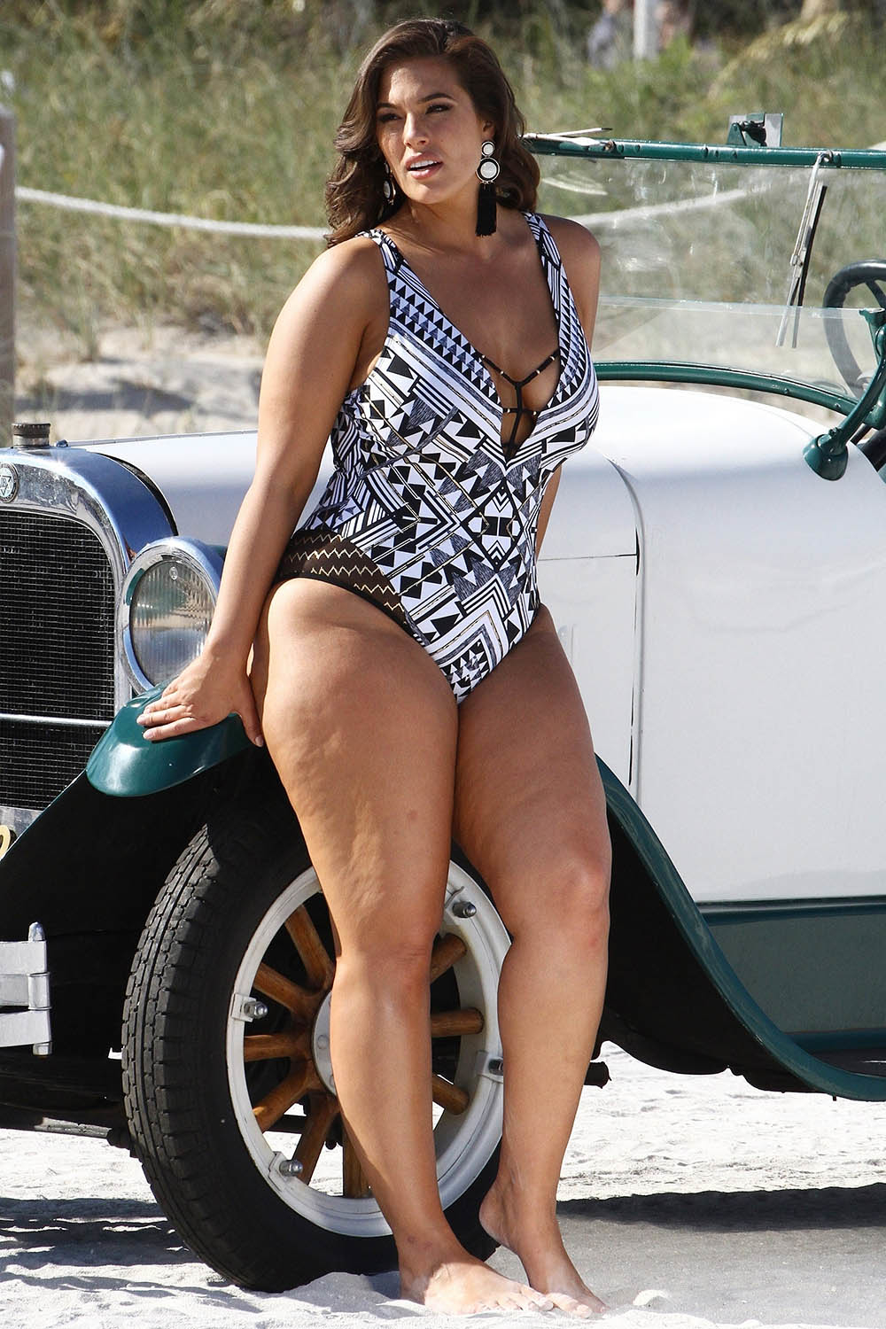 ashley graham swimsuit photo shoot in miami