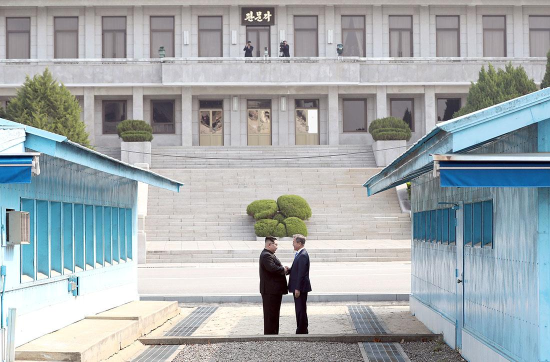 Kim Jong-un, Moon Jae-in