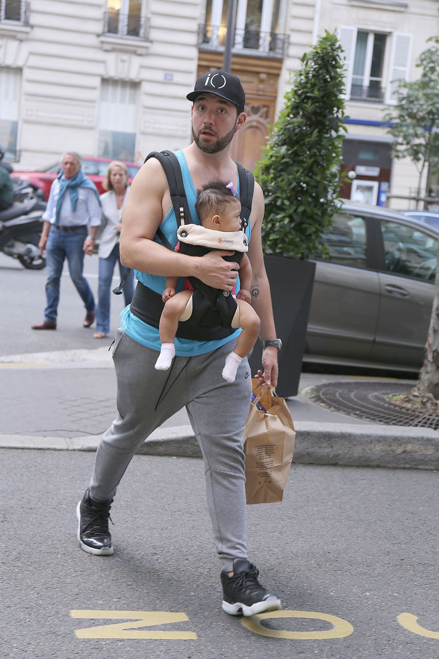 Alexis Ohanian and his infant daughter Alexis Jr. arrive ...