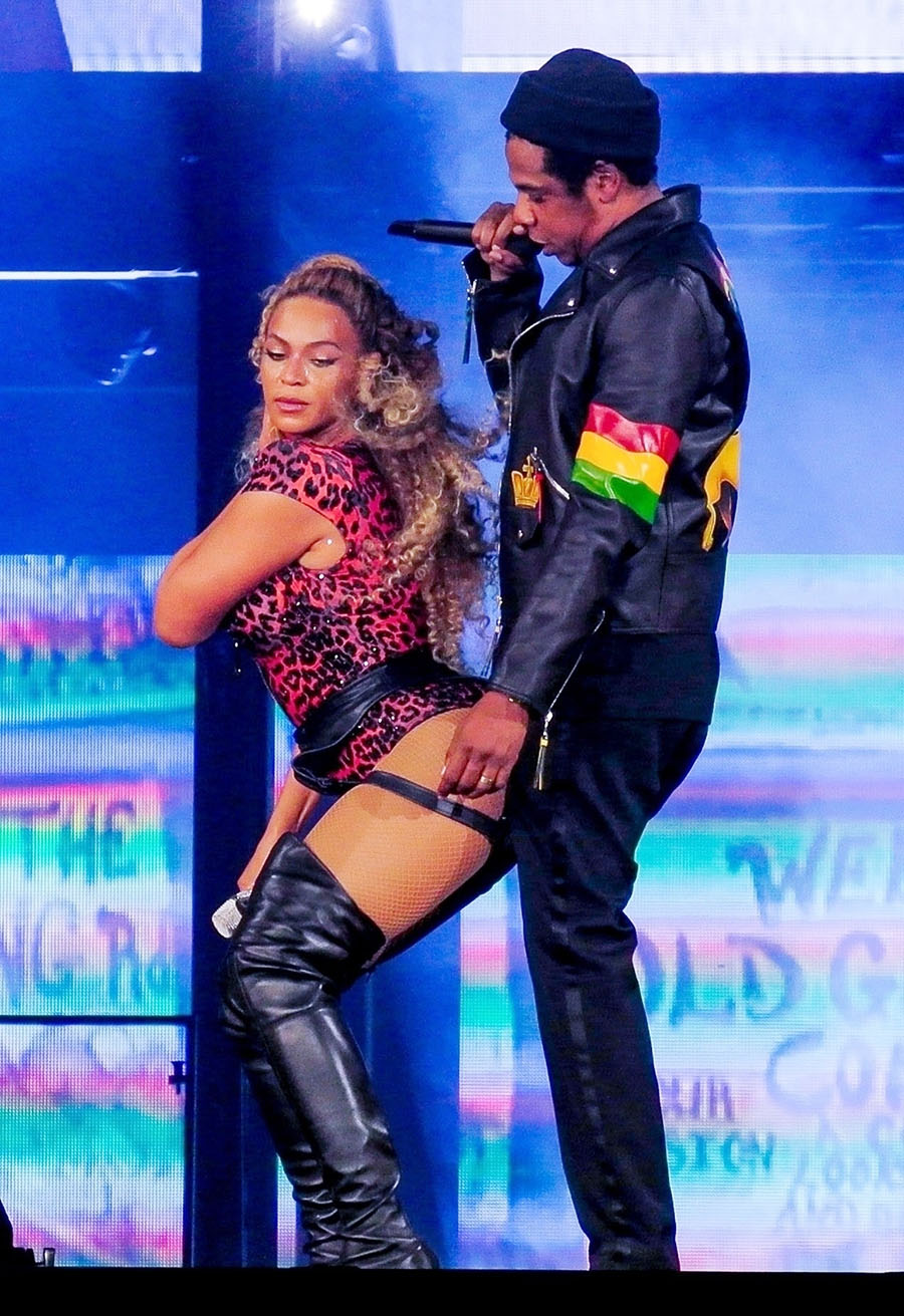 Beyonce Knowles Wore Sexy Lingerie On Stage During Her On