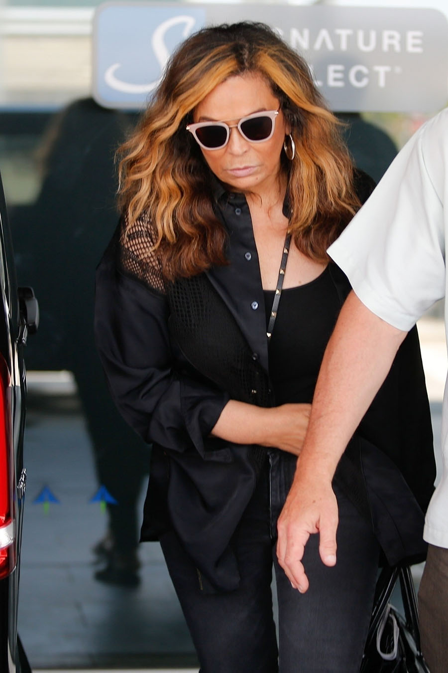 Beyonce S Mom Tina Knowles Accompanies Her And Jay Z At