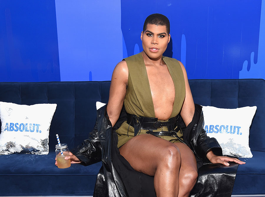 Ej Johnson Helps Absolutamerica Mix Up The Summer Party