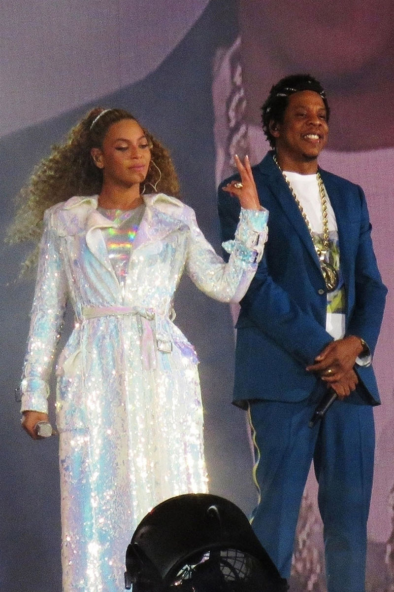beyonce jay z attacked by drunk fan at otr2 concert in atlanta. Black Bedroom Furniture Sets. Home Design Ideas
