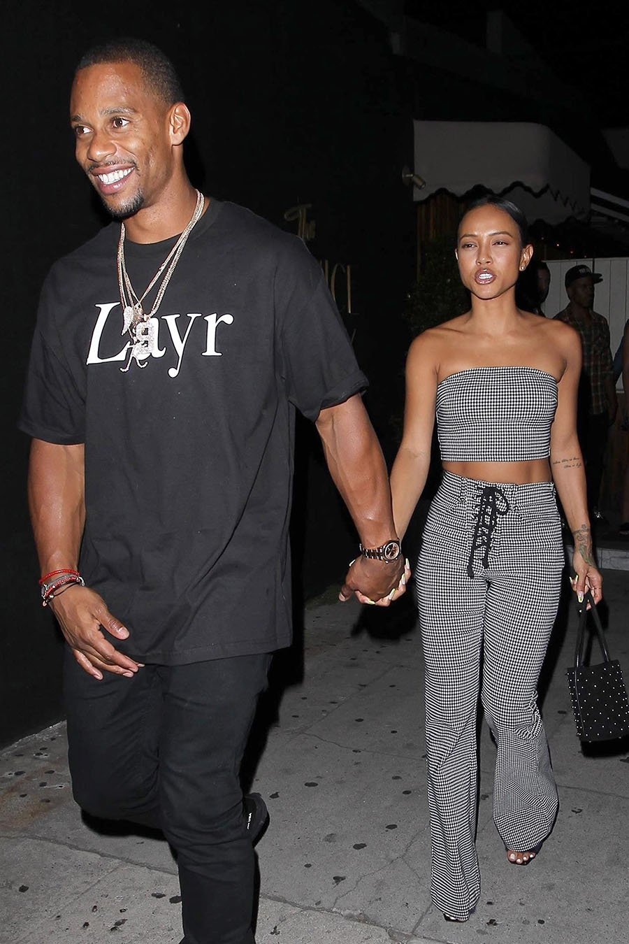 karrueche tran and victor cruz hold hands as they leave