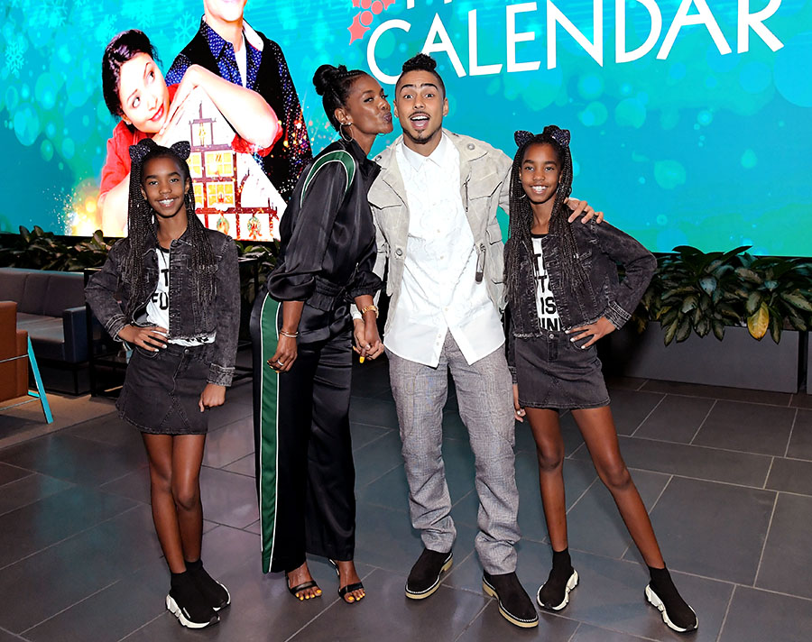 kim porter  second from left   quincy brown  second from