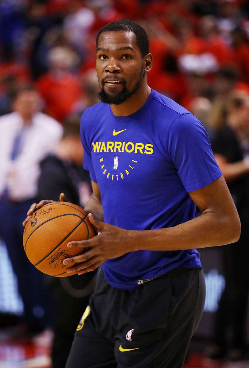 8bf69e9a6c550 Monday night's game marked the return of Warriors superstar Kevin Durant,  who was out for 5 weeks with a calf injury.